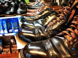 靴を縫って、材料仕入れて